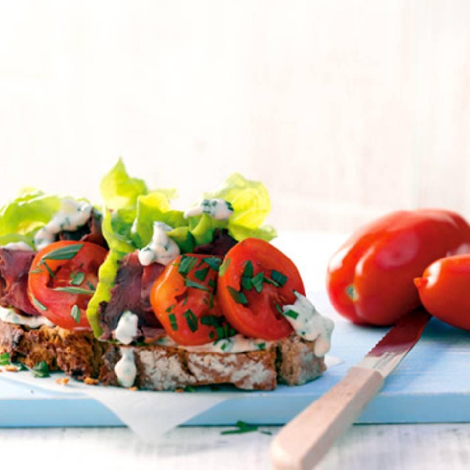 Tomatenbrot mit Roastbeef Rezept