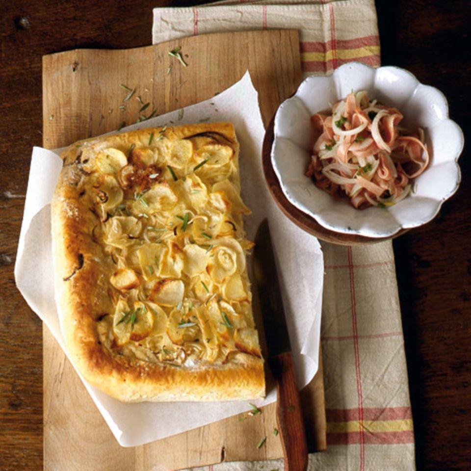 Kartoffel-Focaccia mit Mortadella-Salat