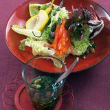 Blattsalate mit pochierter Birne