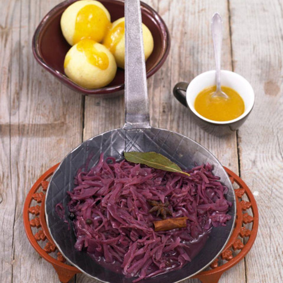 Rotkohl mit Knödeln und Mangosauce