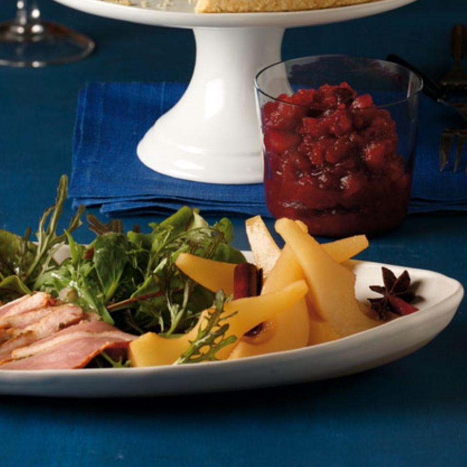 Salat mit pochierten Birnen und Entenbrust