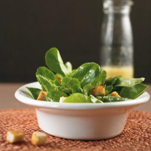 Feldsalat mit Croûtons
