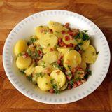 Kartoffelsalat mit Speckdressing