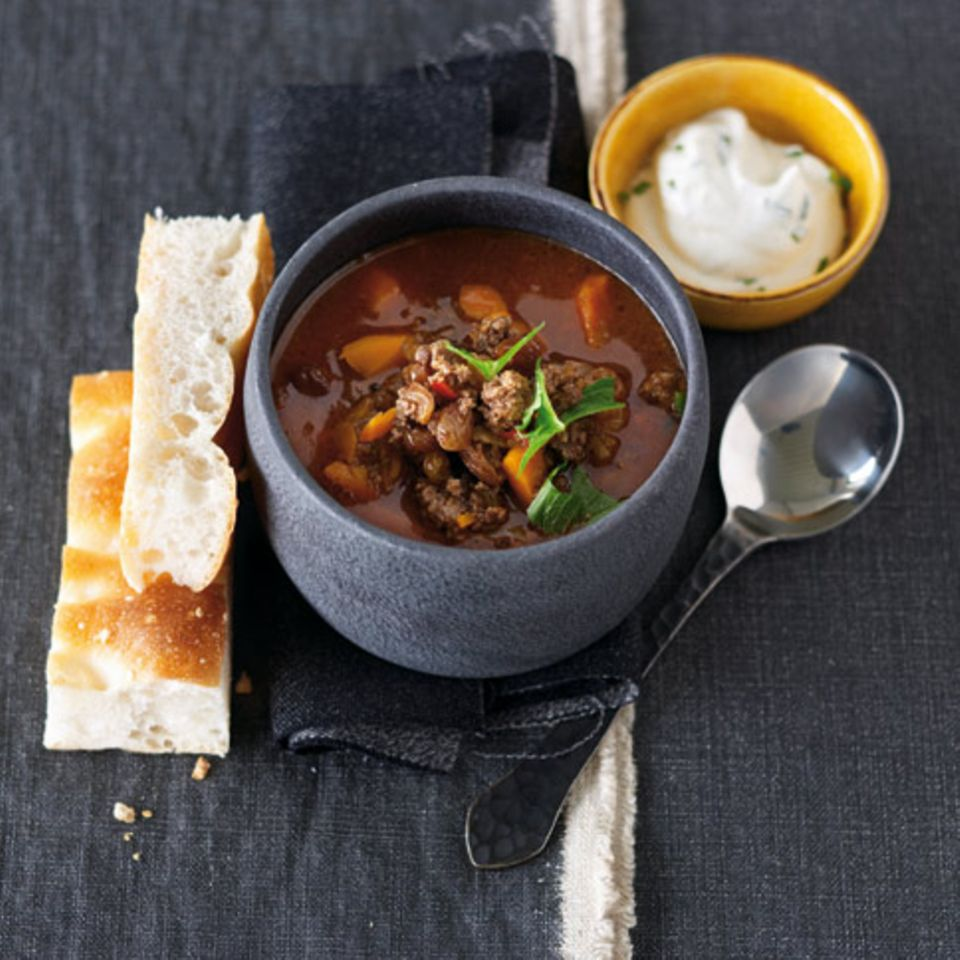 Lammhack-Curry mit Minzjoghurt