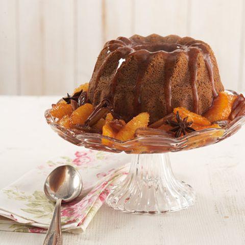 Toffee-Pudding mit Dattel-Orangen-Kompott