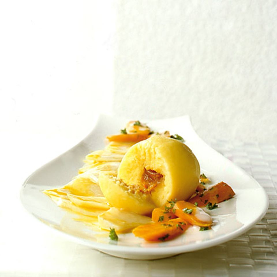 Kartoffelknödel mit Kumquats und Möhren