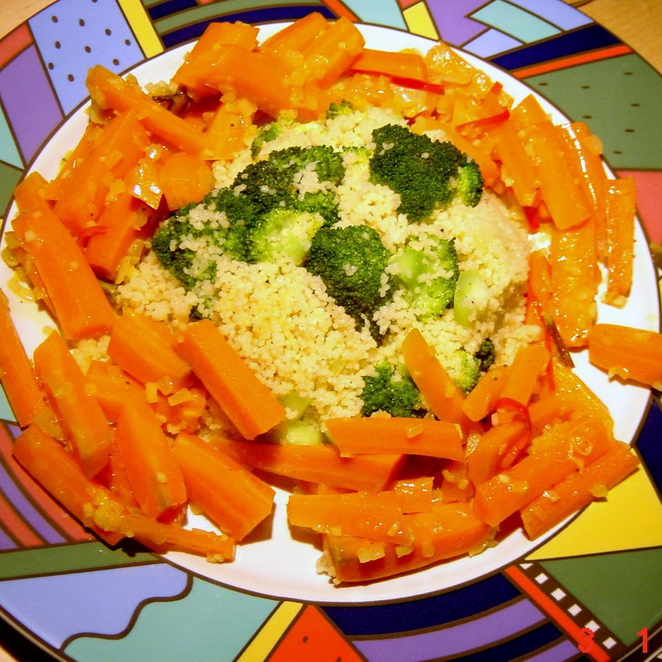 Orangen-Möhren mit Broccoli-Couscous