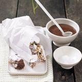Halloren-Konfekt mit Schokoladensauce