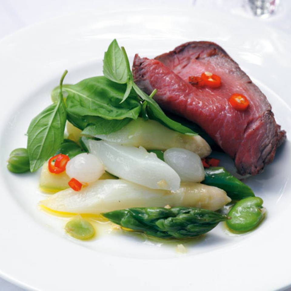 Spargelsalat mit Roastbeef und dicken Bohnen Rezept
