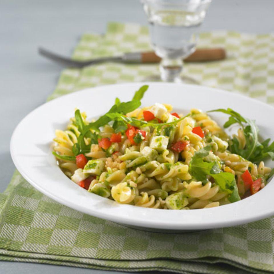 Nudelsalat mit Rauke-Pesto