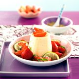 Eierlikörmousse mit Estragon-Erdbeeren