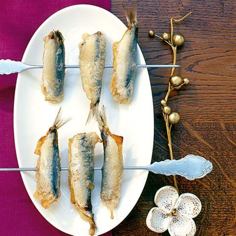 Frittierte Sardinen mit Aprikosenfüllung