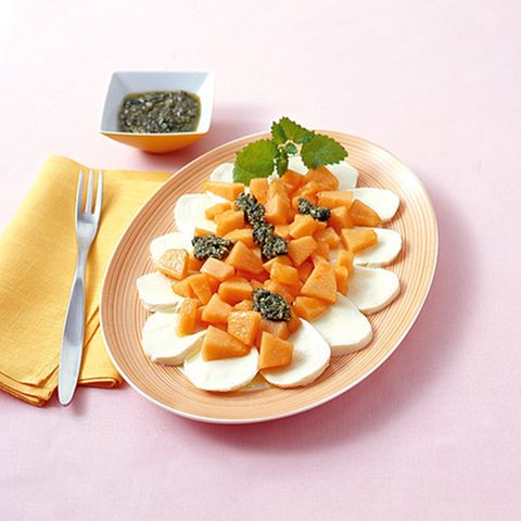 Melonen-Caprese mit Zitronenmelisse-Pesto
