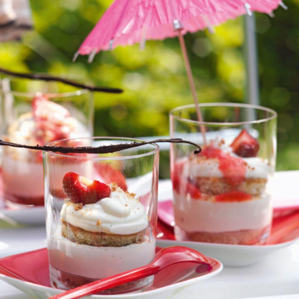 Erdbeer-Bowle mit Erdbeer-Sorbet