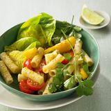 Tomaten-Nudelsalat mit grünem Curry