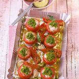 Tomaten mit Garnelen-Farce und Papaya-Avocado-Salat