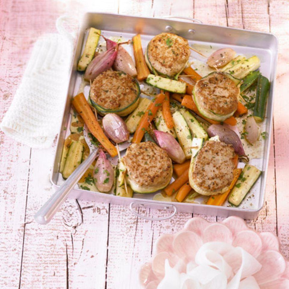 Kalbsbuletten mit Möhren, Zucchini und Schalotten