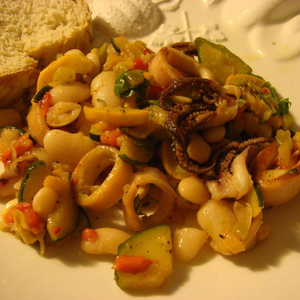 Bohnensalat mit gebratenen Calamaretti