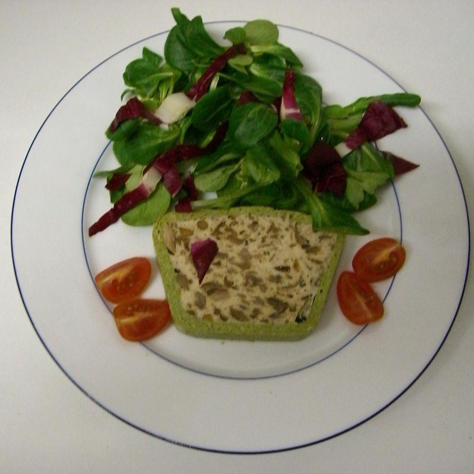 Waldpilzterrine mit Feld-Radicchio-Salat