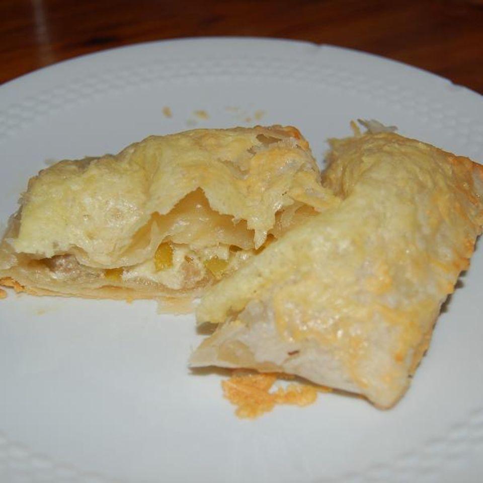 Gefüllte Blätterteigtaschen mit Käsesauce