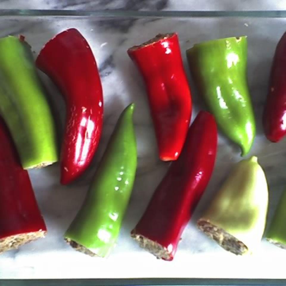 Spitzpaprika mit Lammhack und Zwiebelpüree