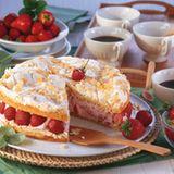 Baiser-Zitronentorte mit Erdbeer-Joghurt-Füllung