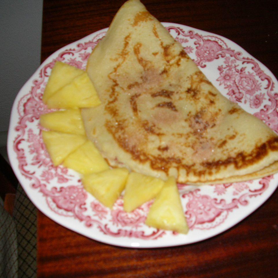 Pfannkuchen mit frischen Ananas