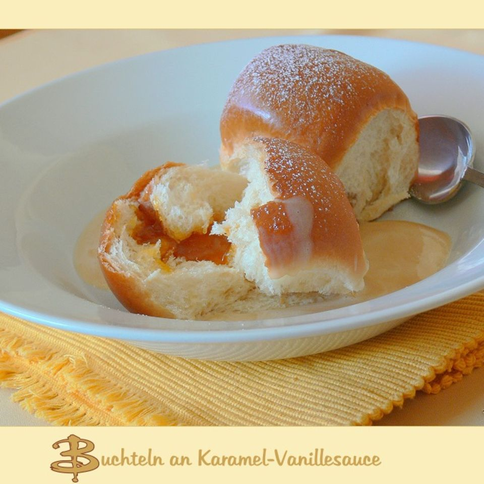 Buchteln mit Karamell-Vanillesauce