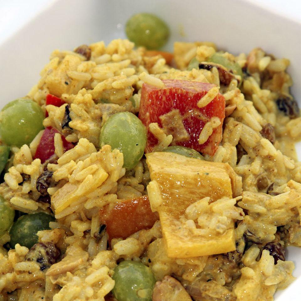 Reissalat mit Curry, Safran und Huhn