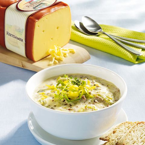 Würzige Käsesuppe mit Hack und Porree