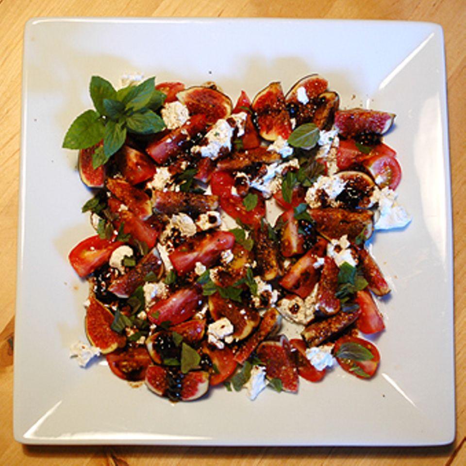 Feigen-Tomaten-Platte mit Ziegenfrischkäse