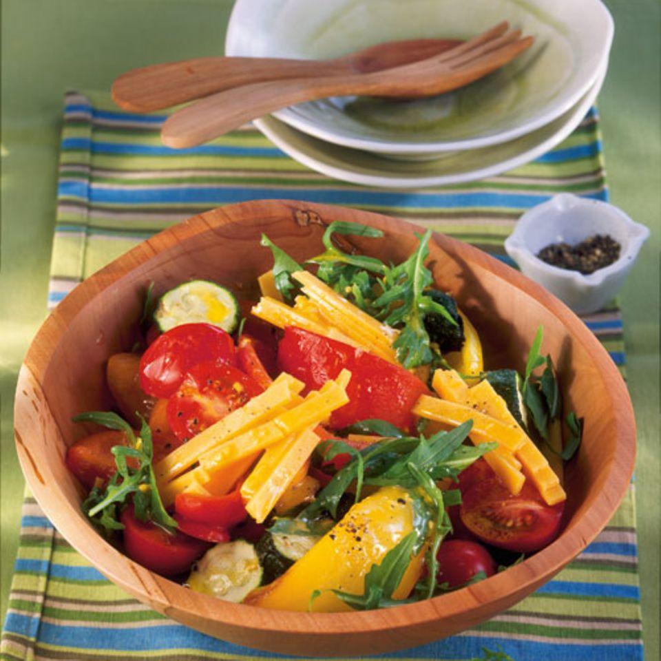 Bunter Salat mit Cheddar