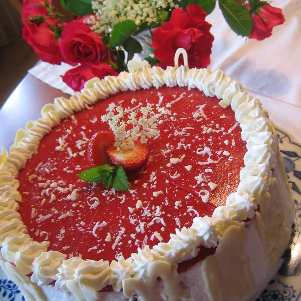 Holunder-Erdbeer-Torte