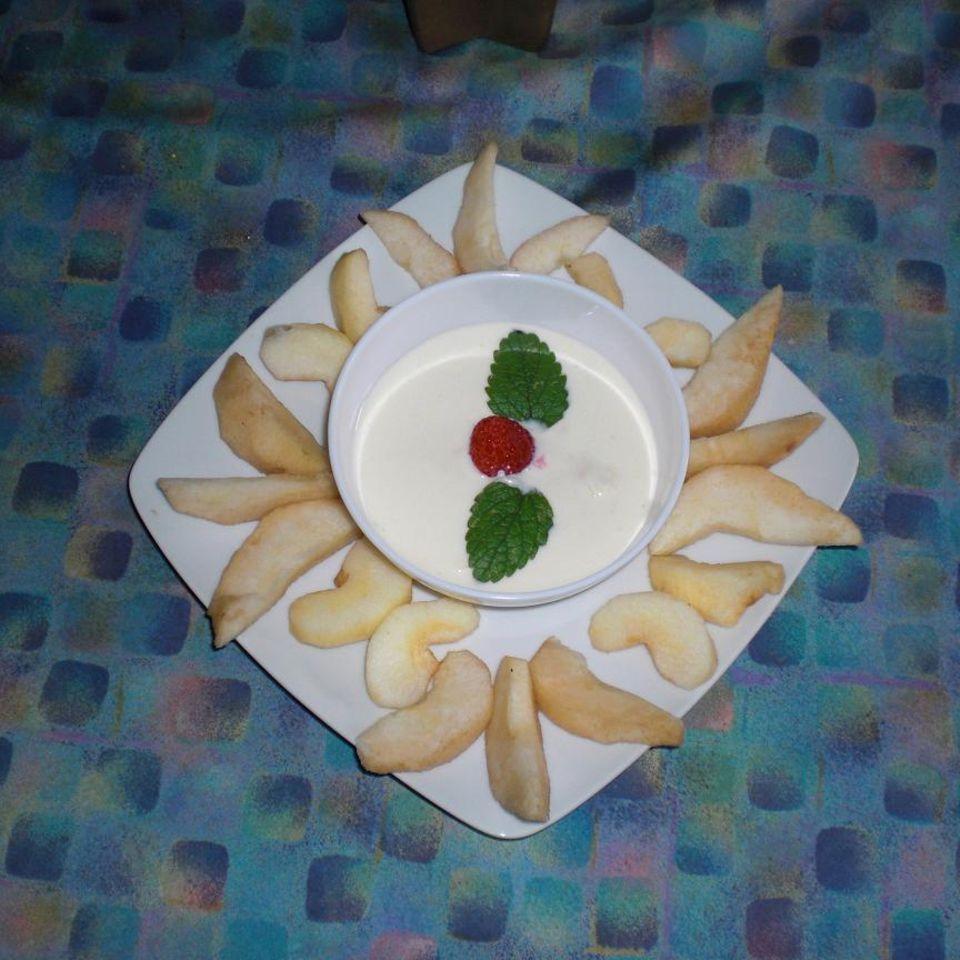 Nussdip mit Früchten