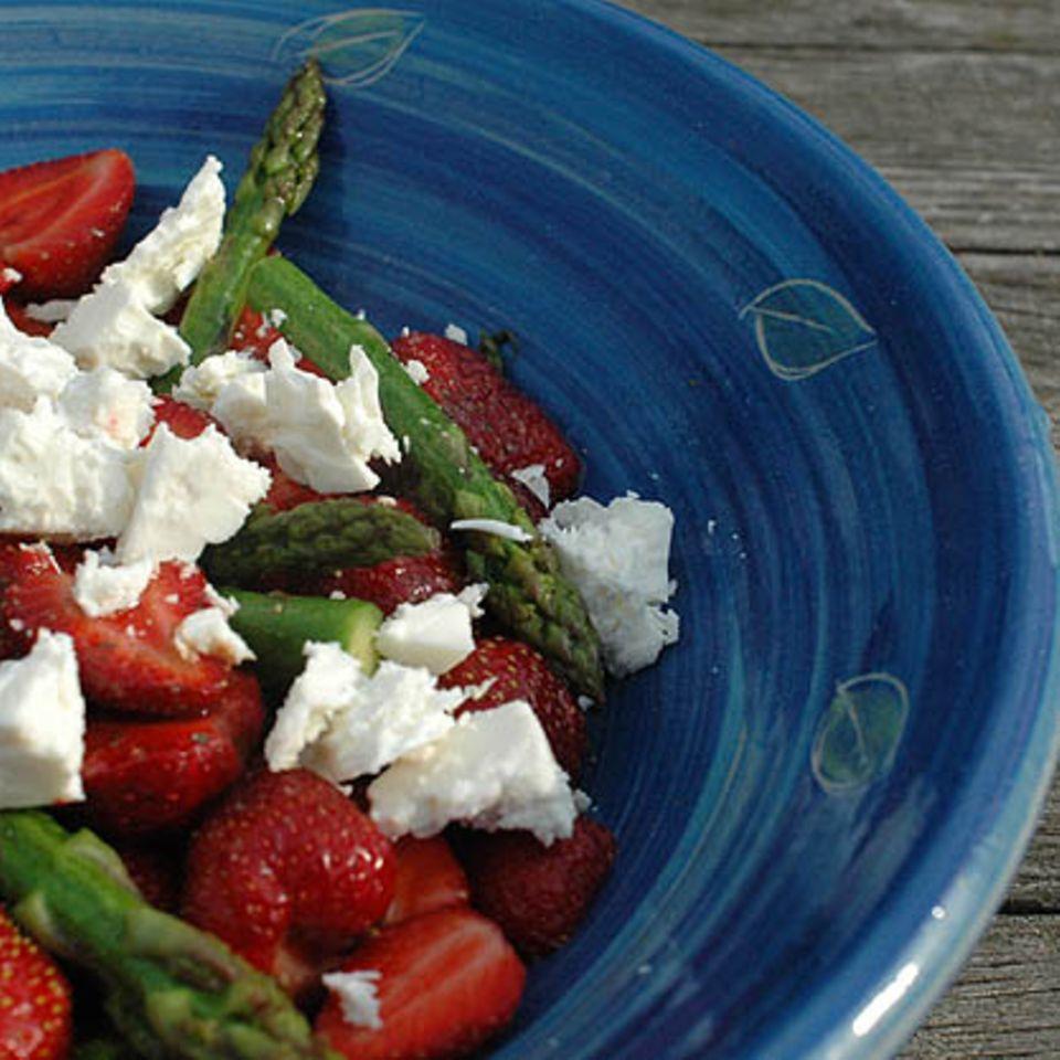 Grüner-Spargel-Erdbeer-Salat