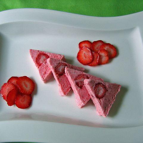 Schnelle Erdbeereis-Terrine