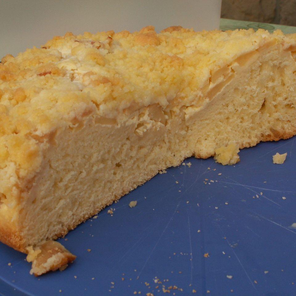 Apfel-Streusel-Kuchen mit Hefeteig