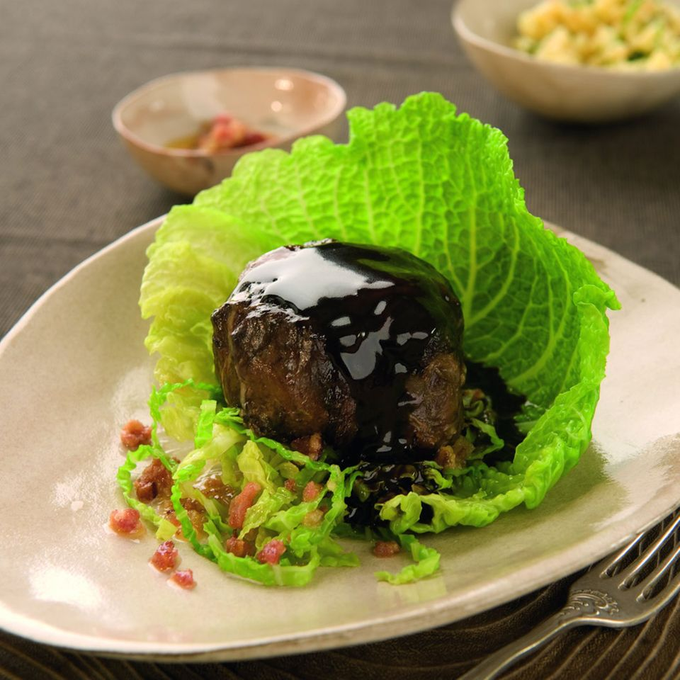 Ochsenschwanz mit Wirsinggemüse und Rotweinsauce