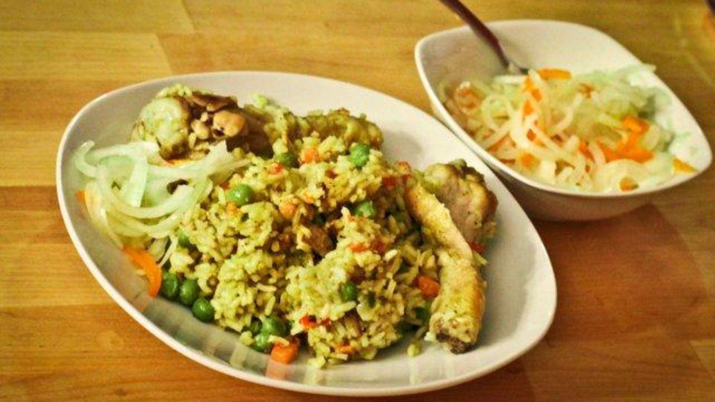 Arroz Con Pollo Mit Salsa Criolla Reis Mit Huhnchen Nach Peruanischer Art Rezept Essen Und Trinken