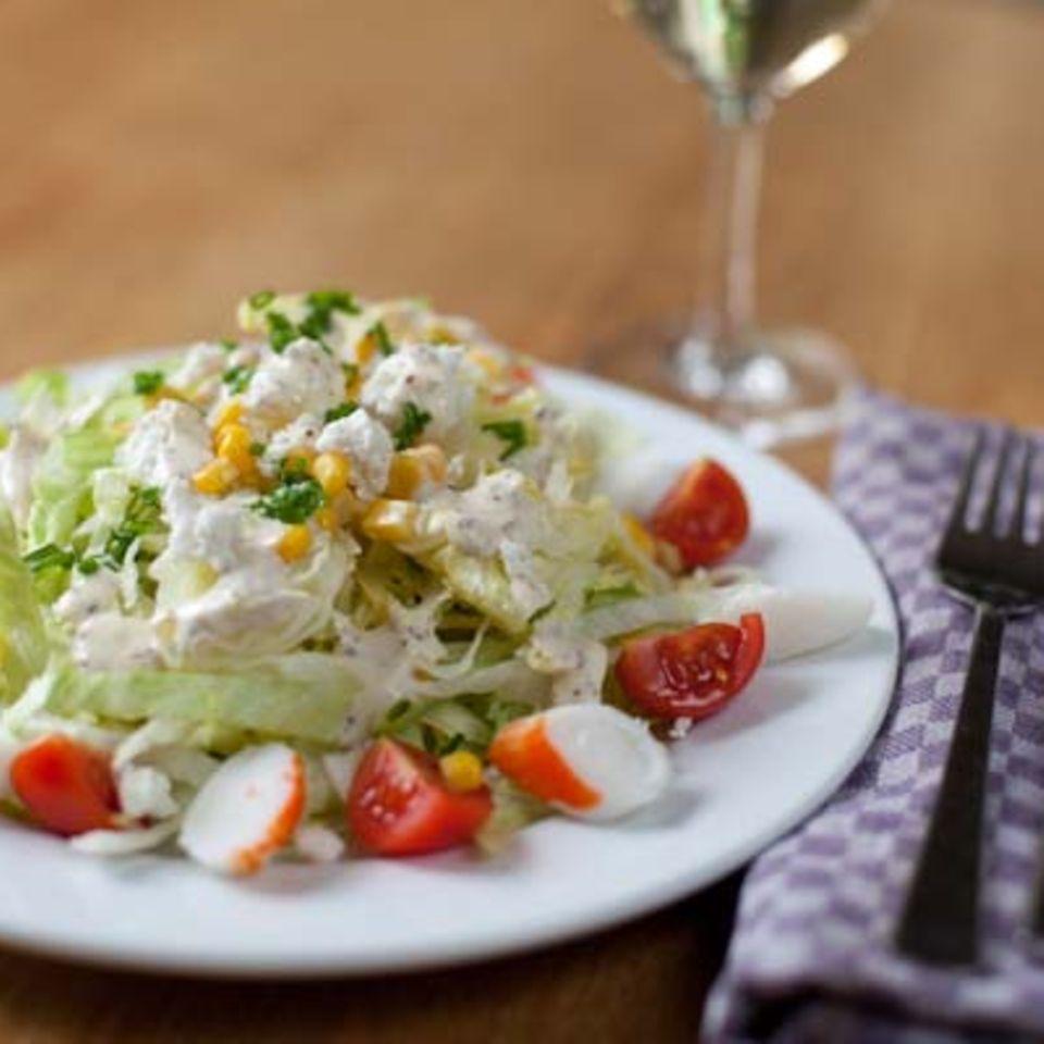 Eisbergsalat mit Cherry-Tomaten und Krebsfleisch