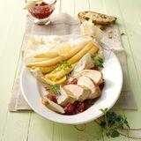 Gebratene Hähnchenbrust mit Rhabarber und Spargel