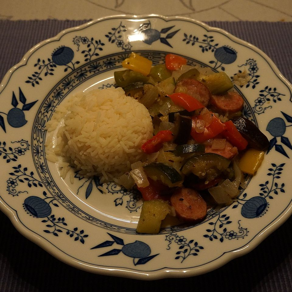 Sommer-Gemüse-Topf mit Cabanossi