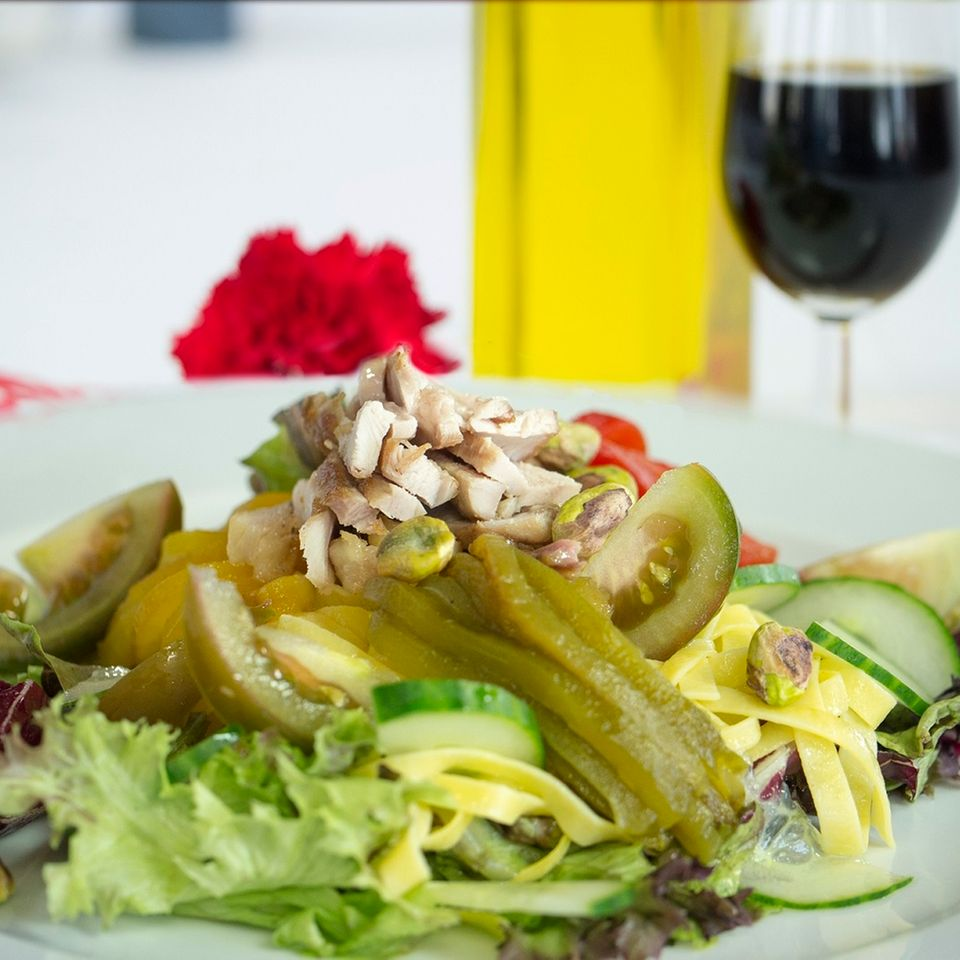 Salat mit Pasta und Gemüse