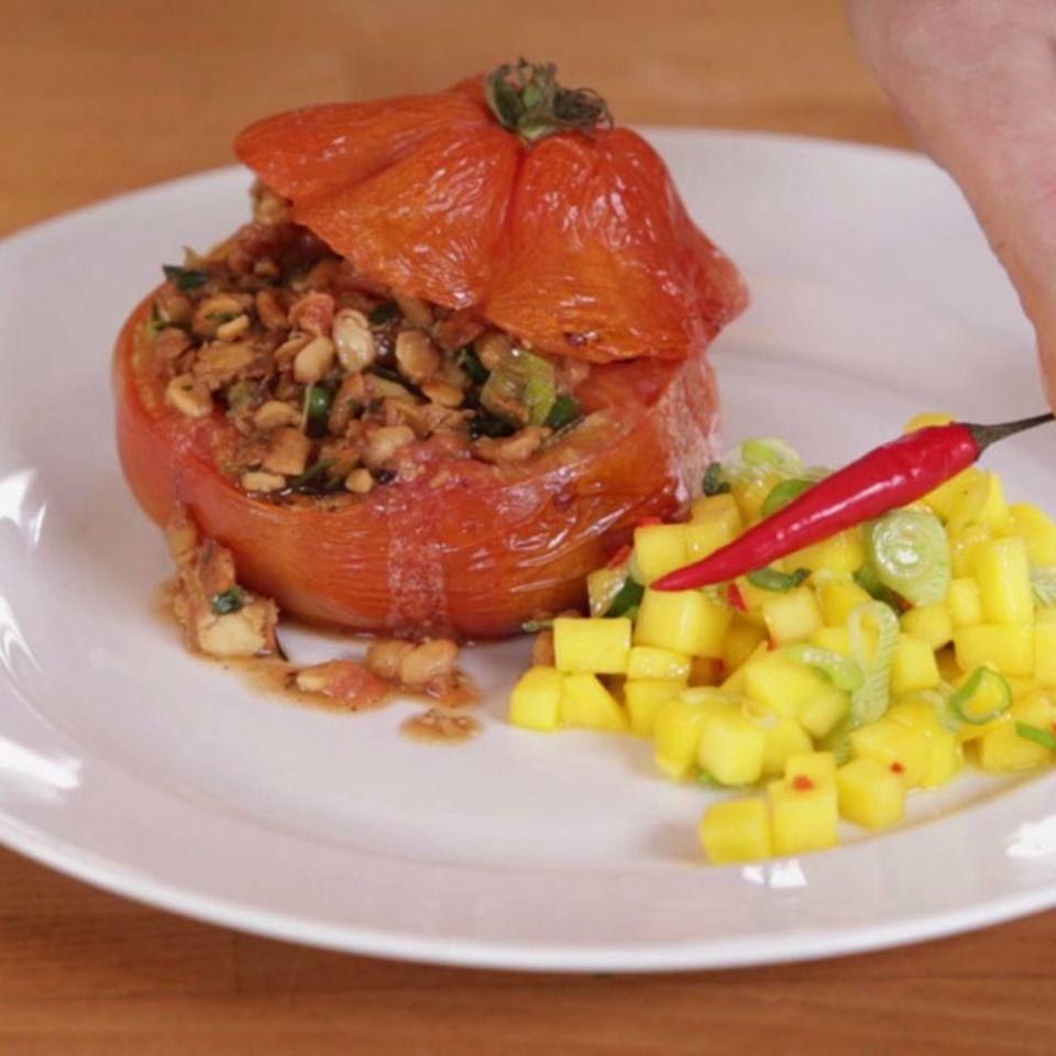 Rezept für Gebackene Tempeh-Tomaten mit Mango-Chili-Salsa von Nicole Just