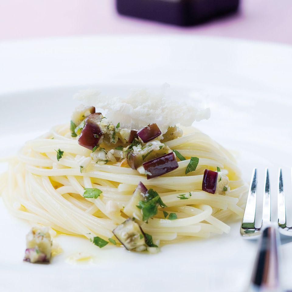 Spaghetti mit Auberginen und Zitrone