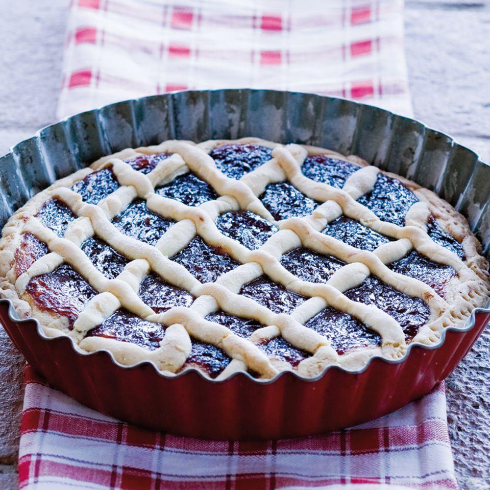Mürbeteigkuchen mit Brombeer Konfitüre