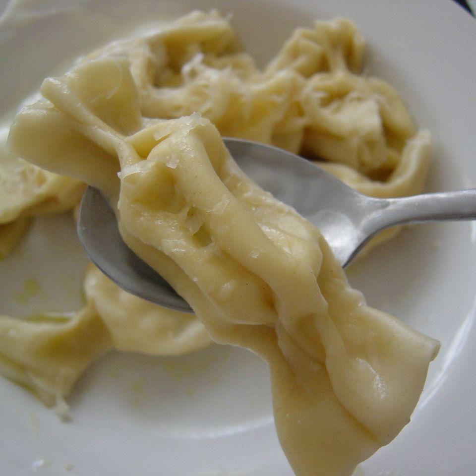 Selleries Nudlbonbons mit Gorgonzola-Flußkrebsschwanz-Füllung