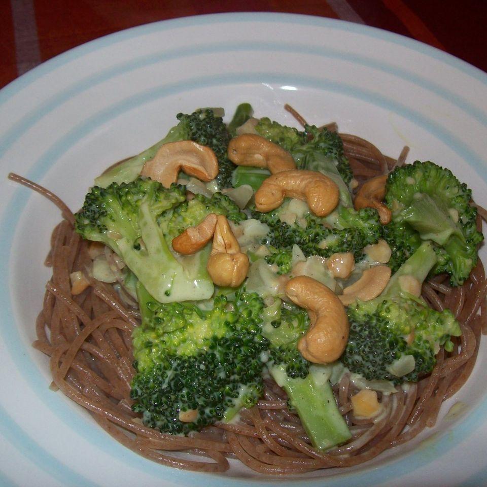 Dinkelspaghetti mit Brokkoli-Cashew-Sauce