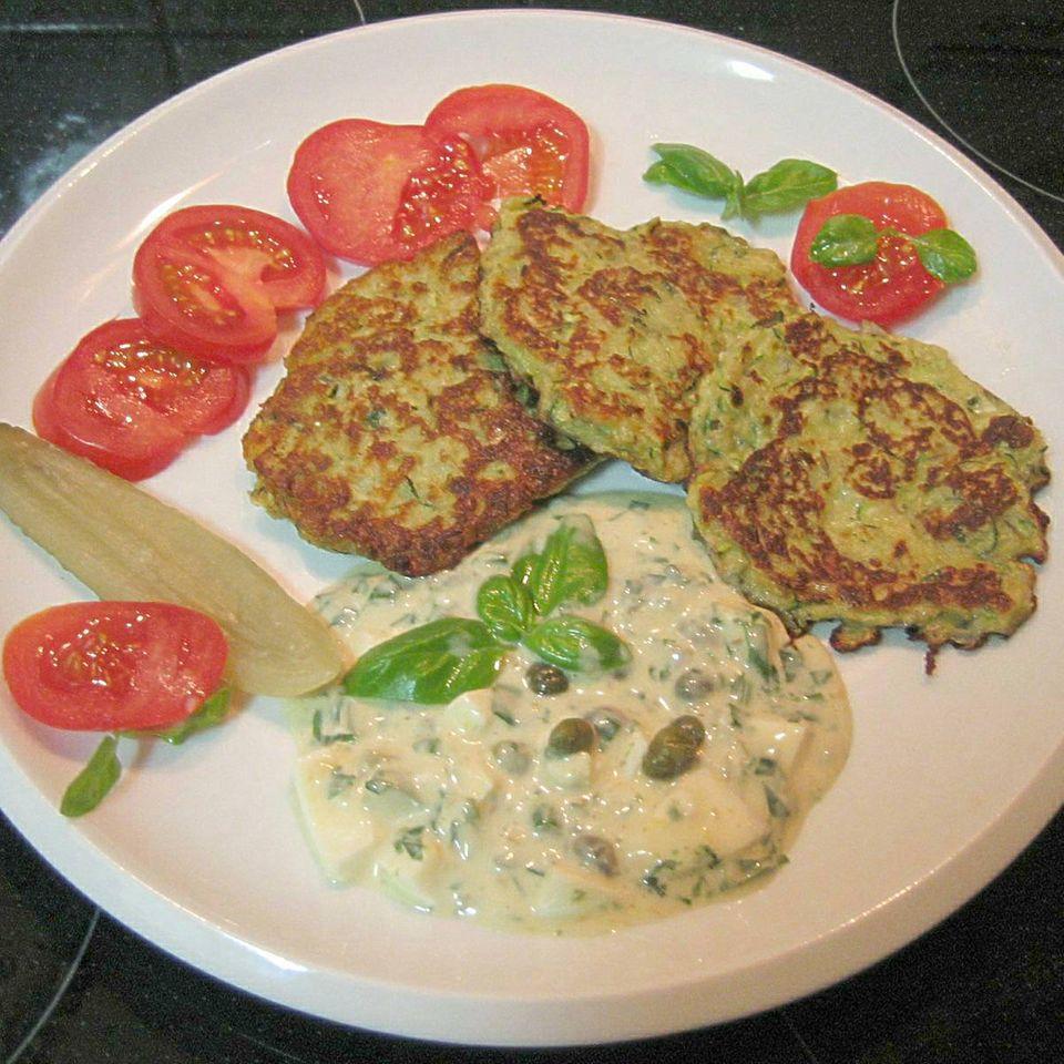 Zucchinipuffer mit Sauce Tatar