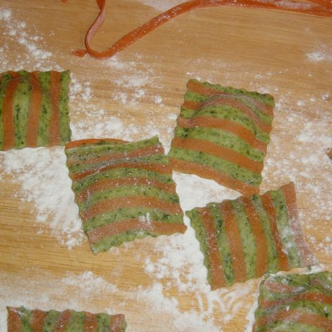 Selleries selbstgemachte Nudeln - Variationen in rot, grün, gelb - Grundrezept